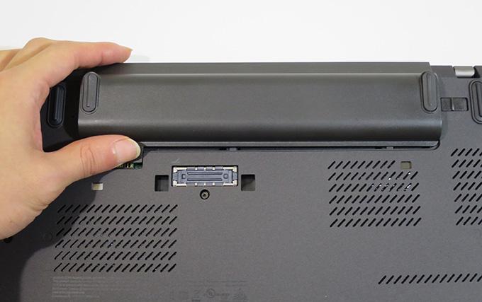 X260 リアバッテリーを取り外す