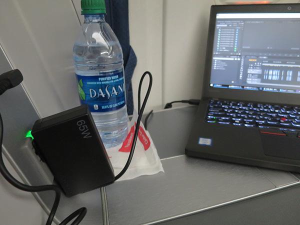 デルタ飛行機内で レノボ65WトラベルACアダプタとThinkPad X260