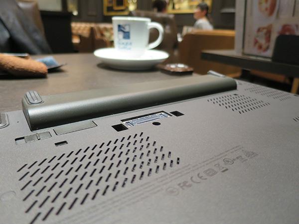 ThinkPad X260 47whリアバッテリーで長時間駆動