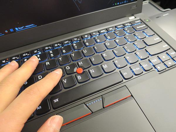 ThinkPad X260 電車でタイピングしても快適