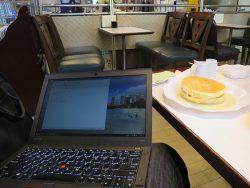 喫茶店ワンモアでホットケーキ、フレンチトーストとX260