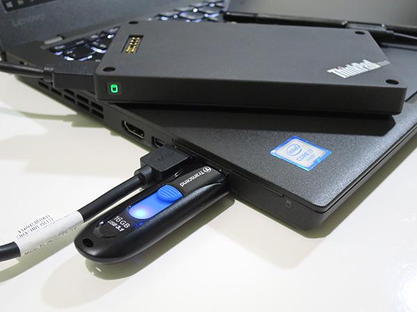 USB端子がコンパクトならば並べて接続も可能