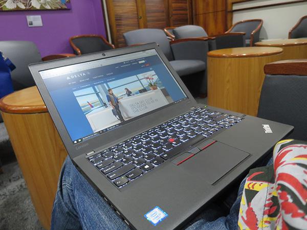膝の上でパソコン作業 x260が抜群に使いやすい