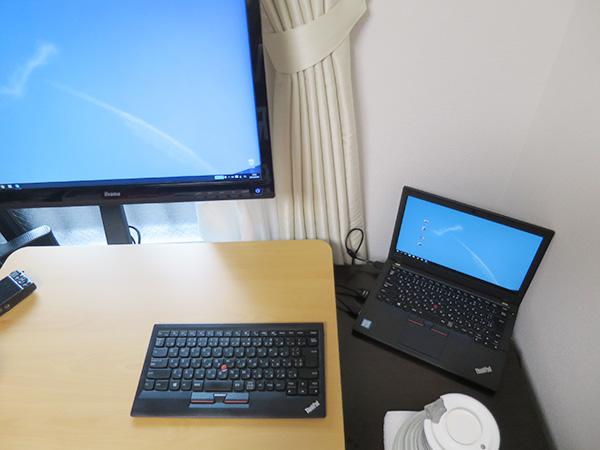 友人の事務所には日本語のThinkPad ブルートゥースワイヤレストラックポイントキーボード