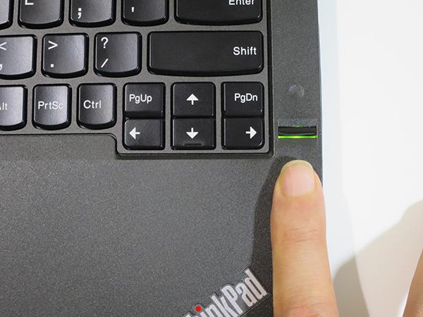 X260の指紋センサーはスワイプ式
