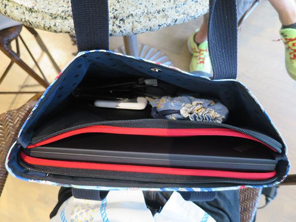 X260を持ち運ぶときはいつもアロハなバッグ