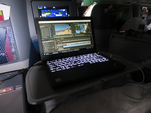 飛行機内で動画編集